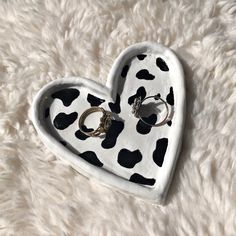 Diy Clay Rings, Clay Art Projects, Cute Clay, Cow Print, Polymer Clay Crafts, Diy Crafts Clay, Clay Jewelry, Jewelry Tray, Sculpture Clay