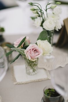 Simple pink and white rose floral arrangement (Photo by Mary Sylvia Photography)