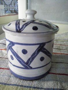 Pote com tampa da Cerâmica Vieira