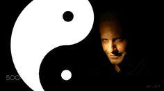 """TAO - O Taoismo, também chamado Daoismo e Tauismo[1][2], é uma tradição filosófica e religiosa originária da China que enfatiza a vida em harmonia com o Tao (romanizado atualmente como """"Dao""""). O termo chinês """"Tao"""" significa """"caminho"""", """"via"""" ou """"princípio"""", e também pode ser encontrado em outras filosofias e religiões chinesas. No taoísmo, especificamente, o termo designa a fonte, a dinâmica e a força motriz por trás de tudo que existe."""