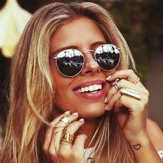 Tasha Oakley looks stunning in RayBan Round Metal RB3447 @tashoakley #sunglasses #rayban www.foursunnies.com