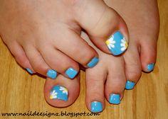 Daisy Nail Art .x.  http://www.naildeesignz.blogspot.co.uk/2013/07/daisy-nail-art.html