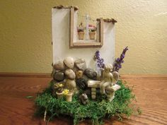 I saw a Miniature Garden Wall and loved it!I decided to make myself a Fairy Garden Wall and put my own spin on it. I decided to make mine two - sided. Mini Fairy Garden, Gnome Garden, Herb Garden, Crafts For Kids, Diy Crafts, Pumpkin Centerpieces, Sola Wood Flowers, Miniature Fairy Gardens, Mini Gardens