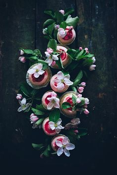 Magnifiques cupcakes à la rhubarbe /Call me cupcake!: Sourcream rhubarb cupcakes with ginger cream cheese frosting and poached rhubarb Food Photography Styling, Food Styling, Art Photography, Photography Flowers, Sour Cream, Call Me Cupcake, Rhubarb Recipes, Edible Flowers, Cream Cheese Frosting
