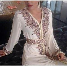 Après un mois d'absence , notre boutique de caftan Marocain vente en ligne vous propose cette fois une nouvelle collection de magnifiques r...