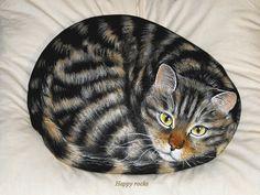 ANOUK , le chat de Frank - Happy rocks - peinture sur pierre , 24 cm