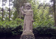 Staří Slované uctívali hned několik bohů, Radegast byl jedním z těch nejuctívanějších na našem území. Tato socha ovšem nestojí na vrchu Radhošť, ale přímo uprostřed pražské Zoo Socha, Zoo, Garden Sculpture, Statue, Outdoor Decor, Sculpture, Sculptures