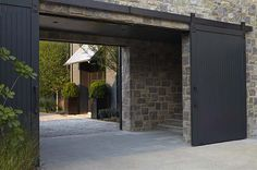 Some of our favorite homes lately have a common architectural feature--the porte cochere. Today we are talking about what it is and sharing some of our favorite examples on both historic homes and new builds. Houses Architecture, Architecture Details, Modern Barn, Modern Farmhouse, Casa Patio, Design Exterior, Exterior Paint, Porte Cochere, Breezeway