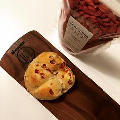 "SEMENTINA goji berry bread by ""Pão Fofo Trindade"" Oporto bakery"