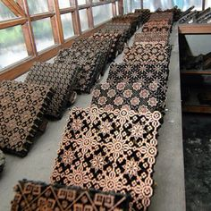 Batik stamp - copper tjaps (have always liked the stamping 'block') Textiles, Textile Prints, Textile Patterns, Textile Design, Fabric Design, Print Patterns, Batik Art, Patterns In Nature, How To Dye Fabric