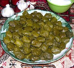 Georgian food: stuffed grape leaf  ქართული კულინარია: ვაზის ფოთლის ტოლმა