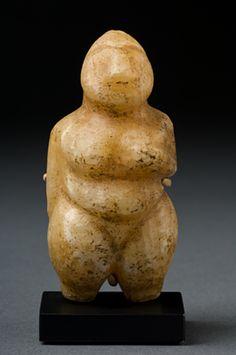 Mesopotamian fertility figure, 6th millennium BCE, similar to those found in Level 1 cemetery at Tell es-Sawwan.