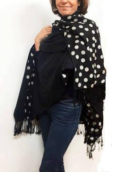 poncho de lanan negro y seda de lunares julunggul www.julunggul.com