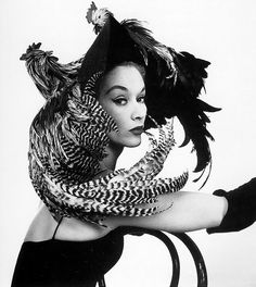 Lisa Fonssagrives in Chicken Hat (1948), Irving Penn