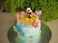 Mini tarta con personaje de Mickey    www.monicacupcakes.blogspot.com