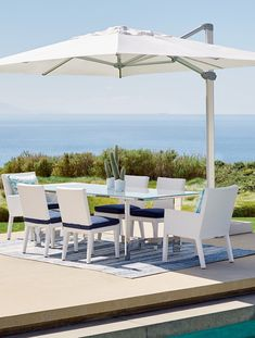 Expansive shade and optimal sun protection. All housed in the compelling architectural design of the Altura Umbrella. 10' x 13', 11-1/2' or 13' coverage area with 360° swivel rotation.