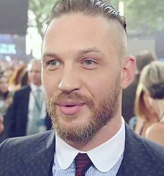 Ok Tom, stop teasing me with those luscious lips of yours before I kiss you! Mens Hairstyles With Beard, Hair And Beard Styles, Hair Styles, Gorgeous Men, Beautiful People, Beautiful Boys, Tom Hardy Variations, Tom Hardy Hot, Sir Anthony Hopkins