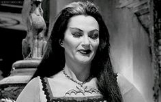 Yvonne DeCarlo as Lily Munster Munsters Tv Show, The Munsters, Broly Ssj3, Herman Munster, Black Sheep Of The Family, Layered Curly Hair, Lily Munster, Yvonne De Carlo, Female Vampire