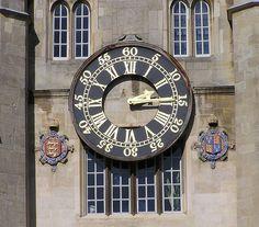 Chariots' Clock    El reloj cuyas campanadas sirvieron de referencia en la famosa carrera de la película Carros de Fuego. Octubre de 2003    Clock used as a reference during the fame race depicted in the film Chariots of Fire. October 2003  Chariots' Clock by R.Duran, via Flickr