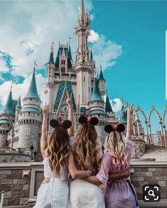 Pin by poppy palmer on squad bff pictures, cute disney pictures, disneyland photo Disney World Fotos, Disney World Pictures, Cute Disney Pictures, Cute Friend Pictures, Disney Pics, Disney Disney, Disney World Outfits, Disney Travel, Bff Pics