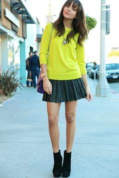 and pleated skirt! I want to wear this right now!