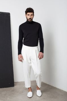 men's street style outfits for cool guys Mens White Trousers, Tailored Trousers, Harem Trousers, Trousers Fashion, Rugged Style, Style Brut, Men's Style, Goth Style, Mode Man