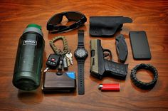 """everyday-cutlery: """"EDC by transplanttexan """" Survival Gear, Survival Skills, Everyday Cutlery, Edc Tactical, Tactical Life, Blue Friday, Everyday Carry Gear, Doomsday Prepping, Edc Tools"""