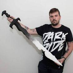 Printable Dreadfang Sword - Destiny by Kirby Downey Destiny Cosplay, Sword, 3d Printing, Life Hacks, Tv Shows, Printables, Anime, Movies, Impression 3d