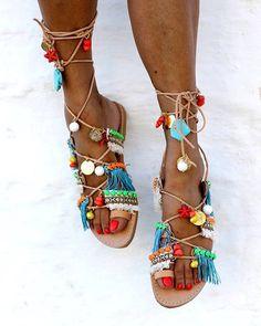 In love with those pompom sandals! Need to make one of those days!  #pompom #pompomsandals #gladiatorsandals #greeksandals #colorful #multicolor #diy #handmade #crafted #inspiration #summer #summerfashion #ibizastyle #ibizafashion #ibizasandals #boho #bohosandals #bohochic #bohogirl #bohoglam
