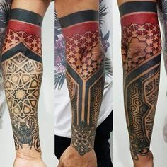 Geometría Sagrada (4ta sesión) Blonde Tattoo Studio Artista Gonzalo #tattoo #tatuaje #piercing #art #ink #elephantstencil #vikingink #tattoajesenfoto #instapic #good #like #like4like #instagram #insta #blonde #blondetattoostudio #llevanosentupiel... Hand Tattoos, Forearm Band Tattoos, Body Art Tattoos, Tribal Tattoos, Half Sleeve Tattoos For Guys, Arm Sleeve Tattoos, Japanese Sleeve Tattoos, Arm Tattoo, Geometric Tattoo Sleeve Designs