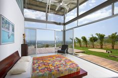 Beautiful Casa Mecano in Costa Rica. Casa Mecano in the beautiful jungles of Costa Rica has plenty of openings to the outdoors to bring in cool breezes. Kuala Lumpur, Houses In Costa Rica, Architecture Design, Thermal Comfort, Beautiful Interior Design, Floor To Ceiling Windows, Deco Design, Sliding Glass Door, Glass Doors