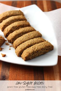 Healthy snack to enjoy with your favorite morning coffee or tea. Low sugar biscotti! | purelytwins.com