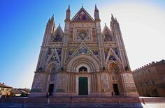 The land of Saints ! Italy Summer, Best Seasons, Tuscany, Umbria Italy, Summer Travel, Italy Travel, Barcelona Cathedral, Europe, City
