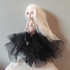 Finished this doll today, with a layered black butterfly dress and a long natural alpaca hair wig. The beautiful tiny oilpaint and ink illustrations are hand painted by @marjoleincaljouw all over the dolls body. I'm so happy with the result. What do you think of her? #dollartistry #dollartist #doll #artdoll #paintings #illustrations# bodypainting #tattoo #girl #bjd #balljointed