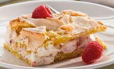 Ont om tid? Då är detta tårtan du letar efter! En supersmidig variant på marängtårta som är lika god som lättbakad. Baking Recipes, Cake Recipes, Dessert Recipes, Pudding Desserts, No Bake Desserts, Swedish Recipes, Snacks, Fancy Cakes, Creative Cakes
