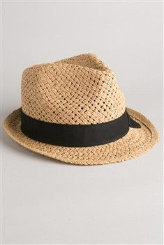 Un joli chapeau paille, pour se protéger des rayons, frimer sur la plage ou en terrasse...