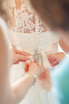 Stewart Parvin wedding dress and pale blue hydrangea wedding bouquets Wedding Poses, Wedding Photoshoot, Wedding Bride, Dream Wedding, Wedding Dresses, Blue Wedding, Diy Wedding, Wedding Scene, Wedding Shot