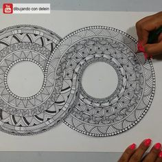 Easy Mandala Drawing, Mandala Art Lesson, Mandala Doodle, Mandala Artwork, Mandala Painting, Doodle Art Designs, Easy Doodle Art, Doodle Art Drawing, Pencil Art Drawings