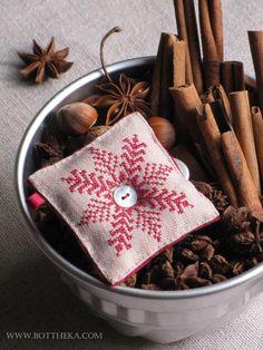 Ice cristal cross stitch christmas ornament bottheka pattern http://bottheka.com/en/node/714