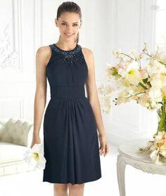 Vestido corto en color azul marino para damas de boda - Foto La Sposa