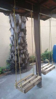 Excellent DIY Pallet ProjectsThanks lauradeon for this post.Swings have always been an immense source of attraction for the kids and adults as well equally. Now days people prefer to install some delicate swings inside their premises. So t# DIY Pallet Crafts, Pallet Art, Diy Pallet Projects, Home Projects, Woodworking Projects, Pallet Wood, Pallet Patio, Pallet Lounge, Pallet Seating