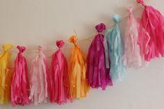 "DIY : pompon à franges (""tassel"")The bride next door My Perfect Wedding, Couture Sewing, Boy First Birthday, Luau, Diy For Kids, Diy Wedding, Garland, First Birthdays, Diy And Crafts"