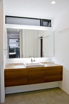 プライバシー性の高い開放的なリビング空間・間取り(愛知県名古屋市) | 注文住宅なら建築設計事務所 フリーダムアーキテクツデザイン Floating Bathroom Vanities, Bathroom Vanity Designs, Toilet Tiles, House Wash, Ideal Bathrooms, Laundry In Bathroom, Bathroom Cabinets, House Rooms, Interior Architecture