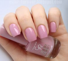 Golden Rose Color Expert 107 - My nail polishes - New Nail Colors, Manicure Colors, Pretty Nail Colors, Nail Polish Colors, Manicure And Pedicure, Pretty Nails, Nail Polishes, Golden Rose Nail Polish, Beautiful Nail Polish