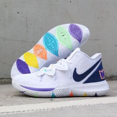 Nike Kyrie 5 Basketball Shoes Kyrie, Basketball Shoes For Men, Volleyball Shoes, All Nike Shoes, Hype Shoes, Shoes Sneakers, Converse Shoes, Jordan Shoes Girls, Girls Shoes