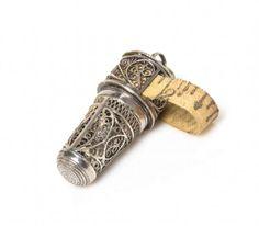 An English Silver Filigree Combination Thimble Case, 19th century : Lot 17