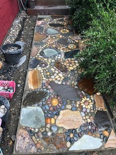 Creating A DIY Stone Mosaic Front Garden Path - - The Mission: Replacing an ugly concrete pathway with a unique and intricate stone mosaic pathway. Mosaic Walkway, Pebble Mosaic, Mosaic Diy, Mosaic Garden, Stone Mosaic, Garden Art, Slate Walkway, Rock Mosaic, Mosaic Pots