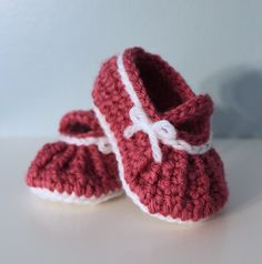 Crochet Baby Slippers Shoes by makinitmama,