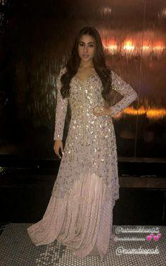 Best 11 Adibaumair❤️sheikh – Page 347269821267524596 – SkillOfKing. Pakistani Formal Dresses, Pakistani Fashion Party Wear, Pakistani Outfits, Indian Dresses, Pakistani Gowns, Designer Party Wear Dresses, Kurti Designs Party Wear, Indian Designer Outfits, Indian Wedding Outfits