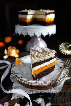 Coconut macaroon cake with mandarins - tongue circus- Kokosmakronen-Torte mit Mandarinen – Zungenzirkus This coconut macaroon cake is fruity, creamy and very tasty. The chocolate floors perfectly complement the taste. A nice Christmas cake! Macaron Coco, Dessert Oreo, Macaroon Cake, Naked Cakes, Coconut Macaroons, Drip Cakes, Food Cakes, Yummy Cakes, No Bake Cake